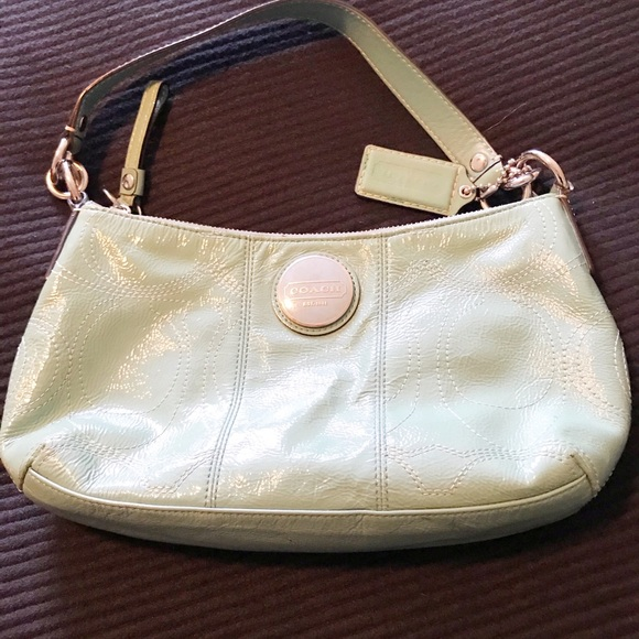 COACH AUTHENTIC GREEN PATENT LEATHER HANDBAG EUC